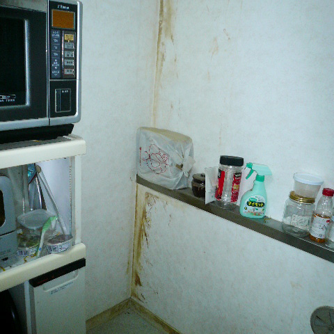 食器棚を運び出しました